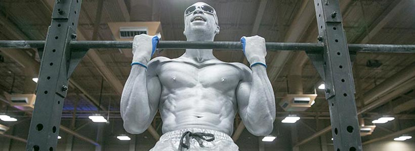 SILVER MAN LIFTING WEIGHT